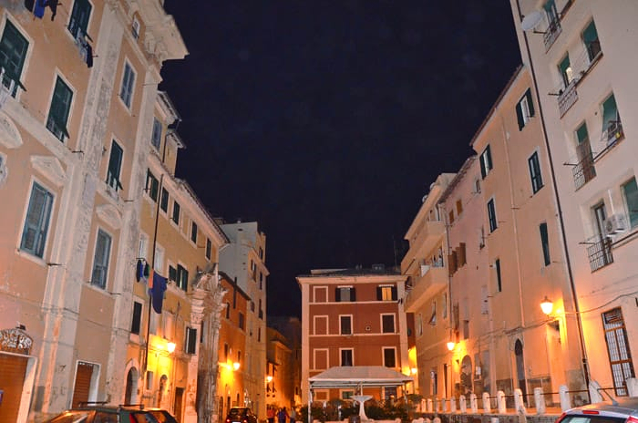 Centre historique de Civitavecchia by night