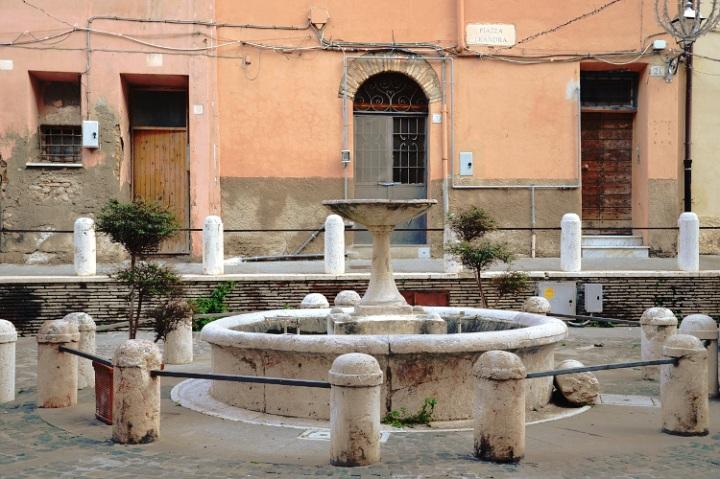 Piazza Leandra, le coeur du centre historique de Civitavecchia