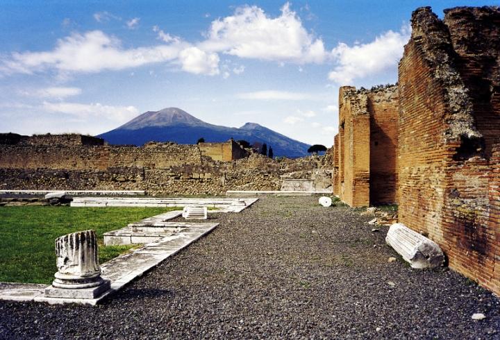ll Vesuvio visto da Pompei, distrutta nell'eruzione del 79 d.C